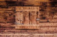 Gesloten blind op een oude houten achtergrond royalty-vrije stock fotografie