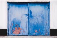 Gesloten garagedeur stock afbeeldingen