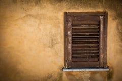 Gesloten houten venster Stock Foto's