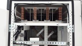Gesloten omhoog koperbusbar installeert binnen hoofddistributiepaneel Royalty-vrije Stock Foto's