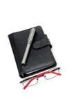 Gesloten Ontwerper met Glazen en Pen Stock Foto's