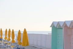 Gesloten paraplu's van een het baden onderneming Stock Afbeeldingen