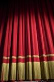 Gesloten rood gordijn Stock Foto's