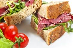 Gesloten Sandwich Pastrami Royalty-vrije Stock Afbeeldingen