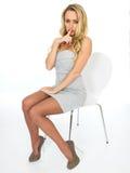 Gesloten Sexy Jonge Bedrijfsvrouw stock afbeeldingen