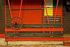 Gesloten summerhouse wachtend op toeristen Royalty-vrije Stock Foto's