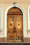 Gesloten uitstekende houten deur stock fotografie