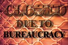 Gesloten wegens bureaucratie - conceptenbeeld stock afbeeldingen