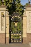 Gesmede geïnstalleerde ingangspoort royalty-vrije stock foto's