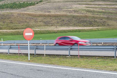 Gesmeerd autosilhouet op de weg Stock Fotografie