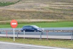 Gesmeerd autosilhouet op de weg Royalty-vrije Stock Fotografie