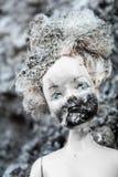 Gesmolten en gebrand gezicht op enge meisjespop Royalty-vrije Stock Foto's