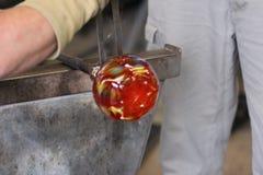 Gesmolten glas op een metaalstaaf voor glas het blazen macro Royalty-vrije Stock Afbeeldingen