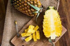 Gesneden ananas royalty-vrije stock afbeeldingen