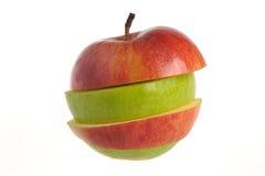 Gesneden appel die van groene en rode appelen isolat wordt geassembleerd Royalty-vrije Stock Foto