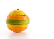gesneden appelen en oranje fruit Stock Afbeeldingen