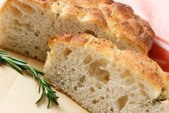 Gesneden Artisanaal Brood Focaccia royalty-vrije stock afbeeldingen
