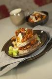 Gesneden brood dat met met kerrie gekruide bonen wordt geroosterd Royalty-vrije Stock Foto