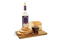 Gesneden brood en rode wijn Royalty-vrije Stock Foto's