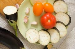 Gesneden de groenten hoogste mening van de aubergineplaat Stock Foto's