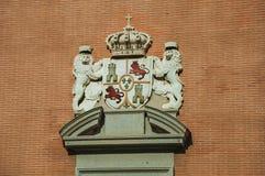Gesneden decoratie met wapenschild van Spaanse royalty in Madrid royalty-vrije stock foto