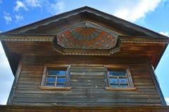Gesneden details van huis van handelaars Agapov van 19de eeuw in museum van houten architectuur in Suzdal, Rusland Royalty-vrije Stock Foto's