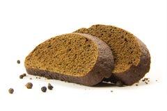 Gesneden die brood met zwarte peper op wit wordt geïsoleerd Royalty-vrije Stock Foto's