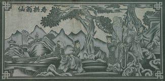 Gesneden Dragon Fighting met Zwaan op de Houten Textuur Als achtergrond royalty-vrije stock foto's