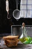 Gesneden eigengemaakt roggebrood stock foto