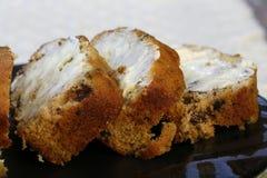 Gesneden en beboterd banaanbrood royalty-vrije stock fotografie