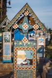 Gesneden en geschilderde houten kruisen in de Vrolijke Begraafplaats in Sapanta, Roemenië Die begraafplaats is de V.N. Royalty-vrije Stock Foto
