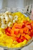 Gesneden fruit op een plaat Stock Fotografie