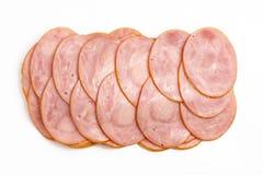 Gesneden gekookte die hamworst op witte achtergrond, hoogste mening wordt geïsoleerd Royalty-vrije Stock Foto's