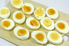Gesneden gekookte eieren, eiwit, gezond voedsel, Ontbijt Royalty-vrije Stock Afbeelding