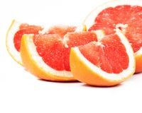 Gesneden grapefruit op witte achtergrond Royalty-vrije Stock Fotografie