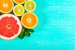 Gesneden grapefruit, sinaasappelen en citroen Stock Foto's