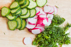 Gesneden groenten op de raad Royalty-vrije Stock Foto's