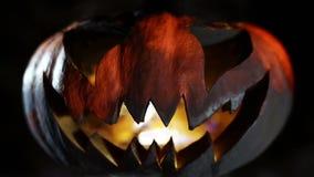 Gesneden Halloween pompoen looped stock videobeelden