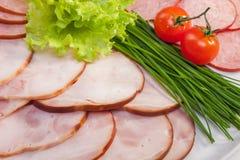 Gesneden ham met groene salade Royalty-vrije Stock Foto