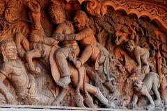 Gesneden houten beeldhouwwerken in de wereld Heiligdom van Waarheid, Pattaya, Thailand Royalty-vrije Stock Foto