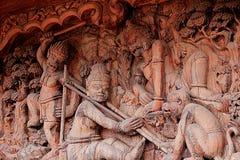 Gesneden houten beeldhouwwerken in de wereld Heiligdom van Waarheid, Pattaya, Thailand Royalty-vrije Stock Afbeeldingen