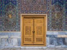 Gesneden houten deur, Samarqand, Oezbekistan Stock Foto's