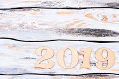 Gesneden houten nummer 2019 en exemplaarruimte Royalty-vrije Stock Foto's