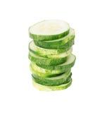 Gesneden komkommer die op wit wordt geïsoleerd_ stock fotografie