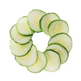 Gesneden komkommer die op wit wordt geïsoleerd_ Stock Afbeelding