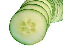 Gesneden Komkommer, die op wit wordt geïsoleerde royalty-vrije stock fotografie