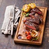 Gesneden middelgroot zeldzaam geroosterd Rundvleeslapje vlees royalty-vrije stock foto