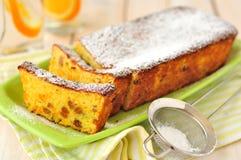 De oranje Cake van het Brood met Sultanarozijnen Stock Foto's