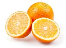 Gesneden oranje die fruit op wit wordt geïsoleerd Royalty-vrije Stock Afbeeldingen