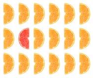 Gesneden oranje die fruit voor achtergrond wordt geïsoleerd stock afbeelding